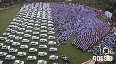 Diamond Merchant Gifts Cars, Flats and Jewellery to Employees in Surat