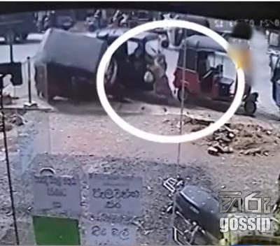 threewheel accident in eheliyaagoda