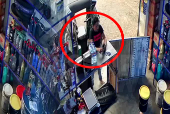 ෂෙඩ් එකේදී සිදු වූ සොරකම CCTV කැමරාවේ සටහන් වුණු හැටි  Video