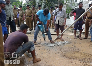 4 injured after a concrete slab collapsed in Boralasgamuwa