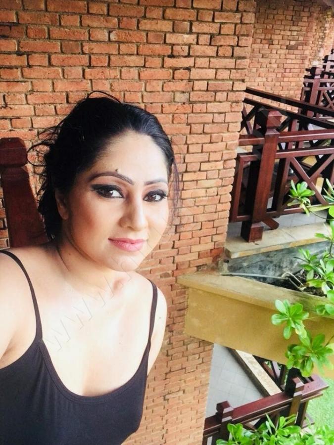 SRI LANKAN TASTE Fashion Magazine: Hot Udayanthi